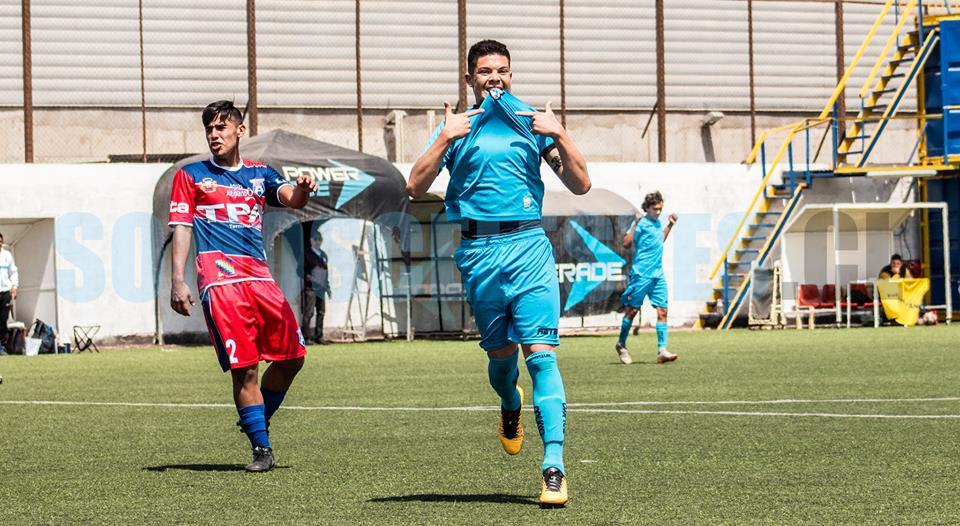 """""""Huevito"""" Oyarzún celebrando su gol ante Arica (FOTO: Pablo Vásquez)"""