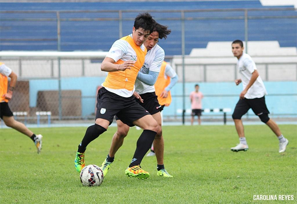 Ignacio Herrera en su primera práctica de fútbol. (Foto: Carolina Reyes)