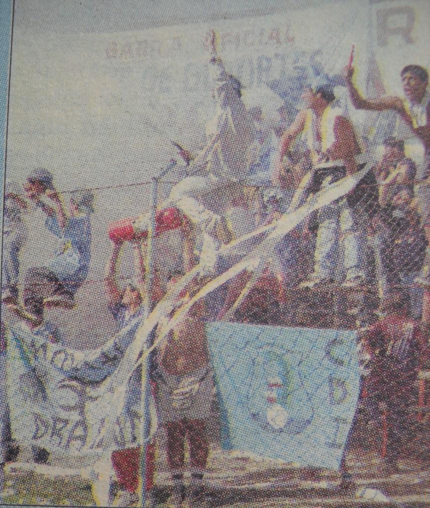 La hinchada celebrando el título en Santa Cruz